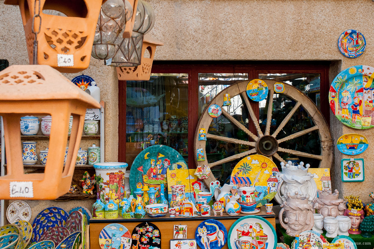 Where to buy souvenirs in Erice
