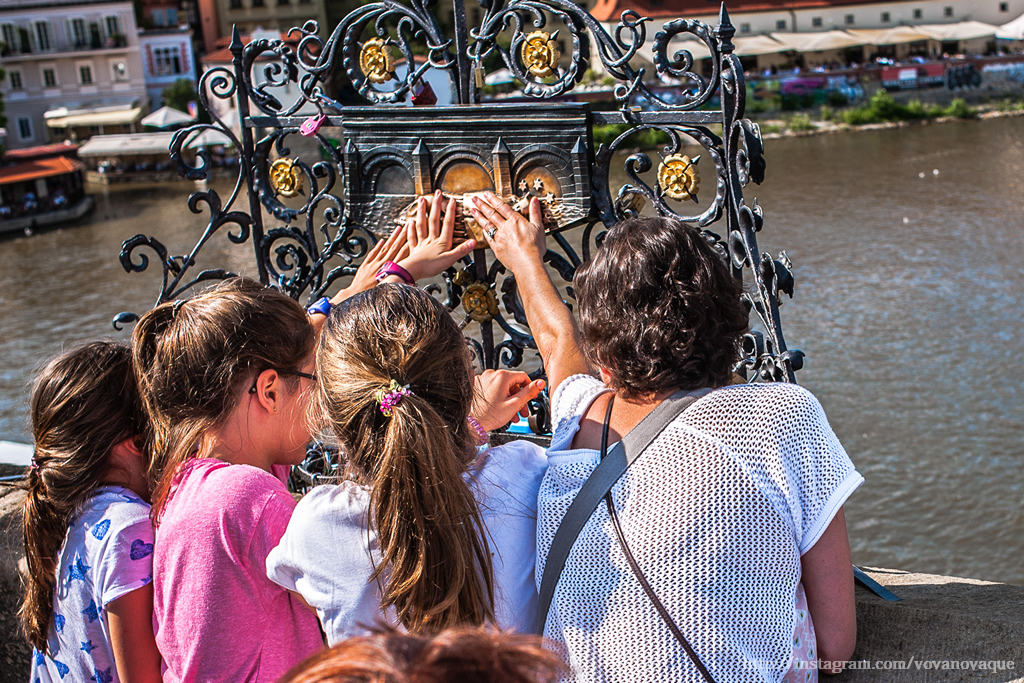 How to make a wish on Charles Bridge