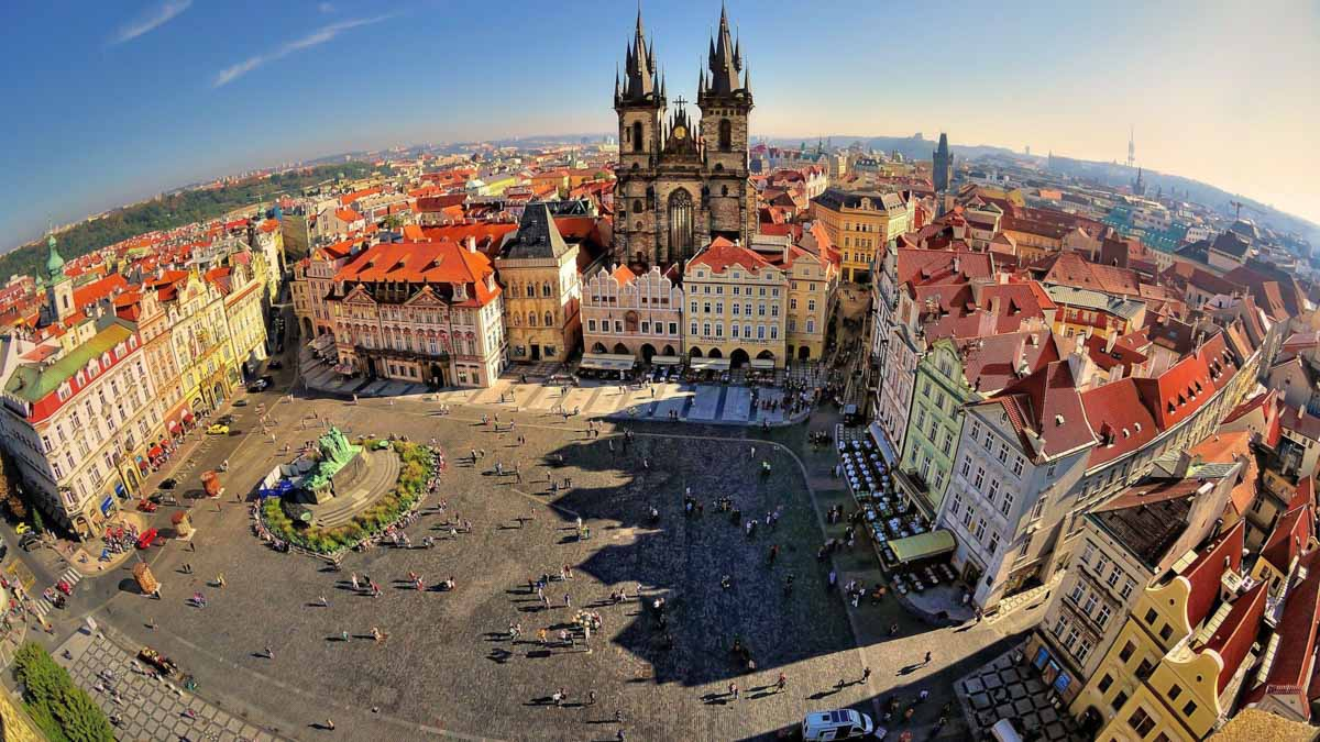 How is it expensive to travel to Prague