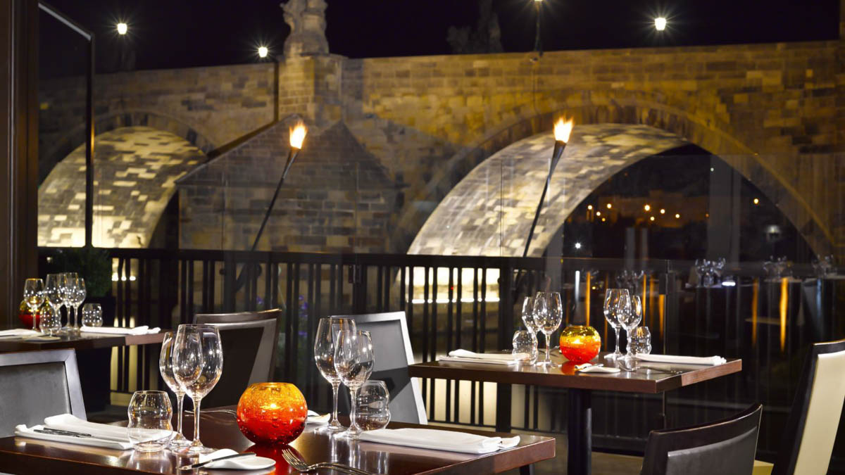 Where to eat and drink in Prague at night