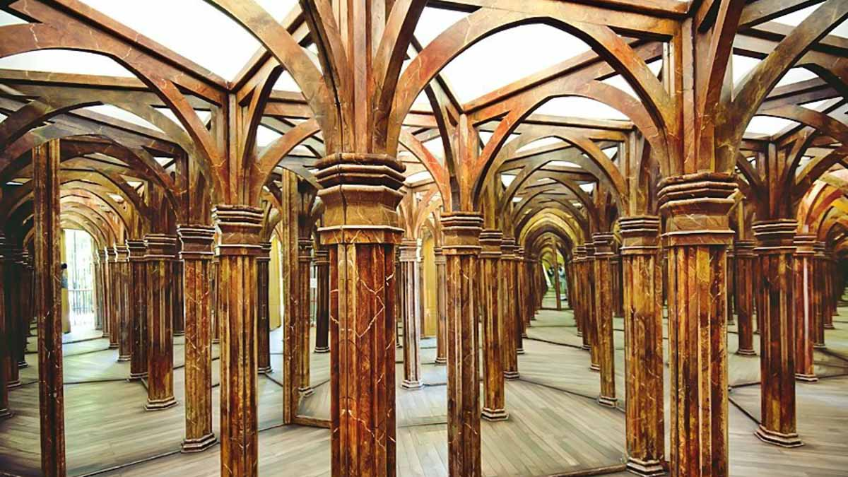 What to do on Petrin Hill Mirror Maze