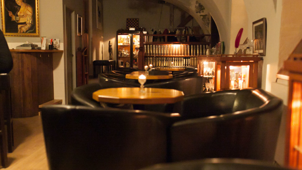 best speakeasy bars in Prague Parlour